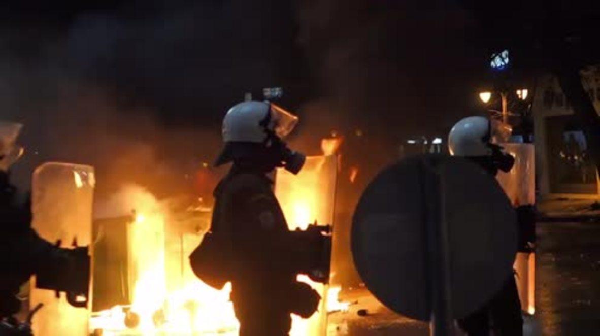 Grecia: Disturbios tras la suspensión del derbi griego PAOK - Olympiakos