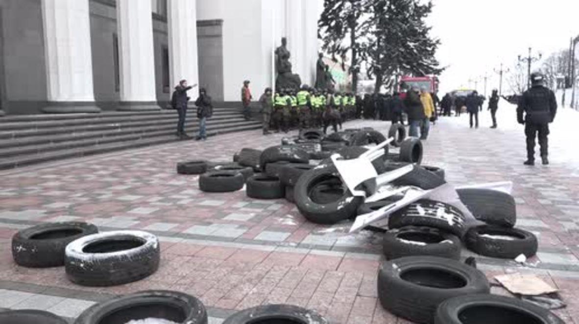 Ucrania: Varios policías heridos tras los enfrentamientos junto al Parlamento ucraniano
