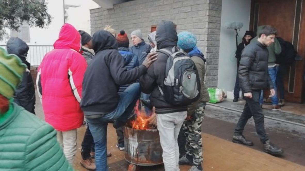 Italy: Closed border forces migrants to brave the cold under Ventimiglia bridge