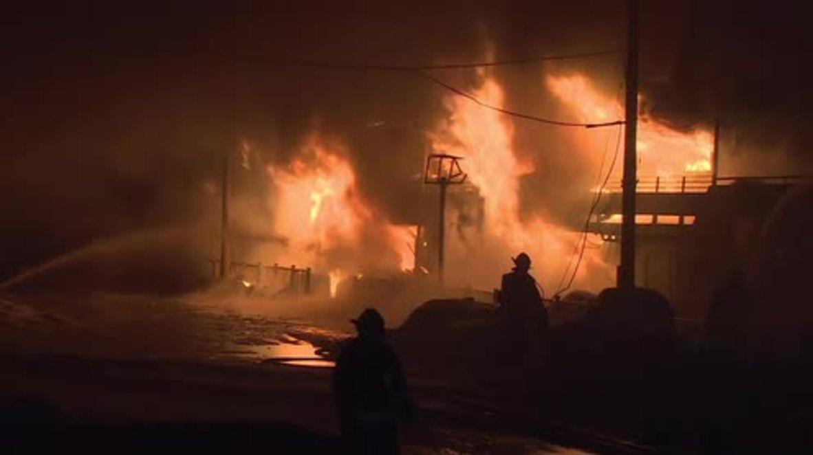 Rusia: Un barco de tres pisos se incendia en el río Moskva