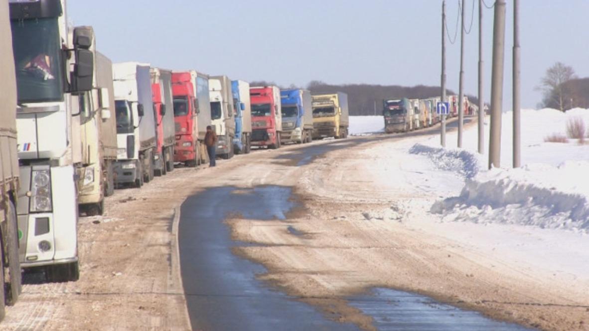 Russia: Snowstorm strands 250 trucks at Ukraine border