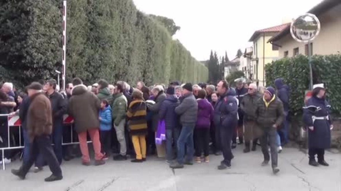 Italia: Jugadores y fanáticos de Fiorentina rinden homenaje al ex capitán Davide Astori