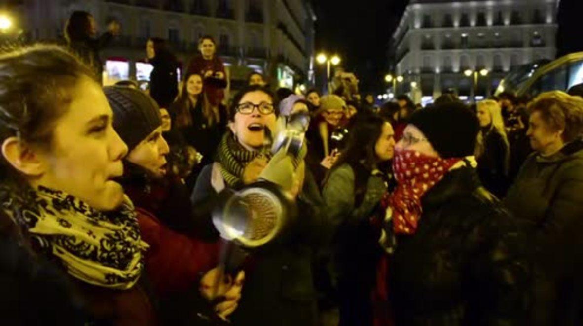 España: Madrid protesta al ritmo de las cacerolas al comienzo de la huelga del Día Internacional de la Mujer