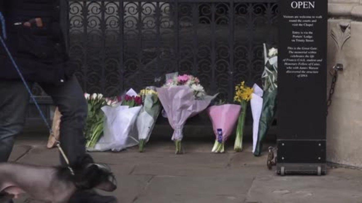 Reino Unido: Estudiantes de Cambridge honran la muerte de Stephen Hawking