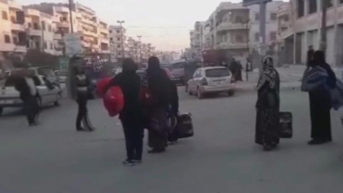 Siria: Residentes de Afrín preparan su equipaje tras los informes de bombardeos turcos en la ciudad