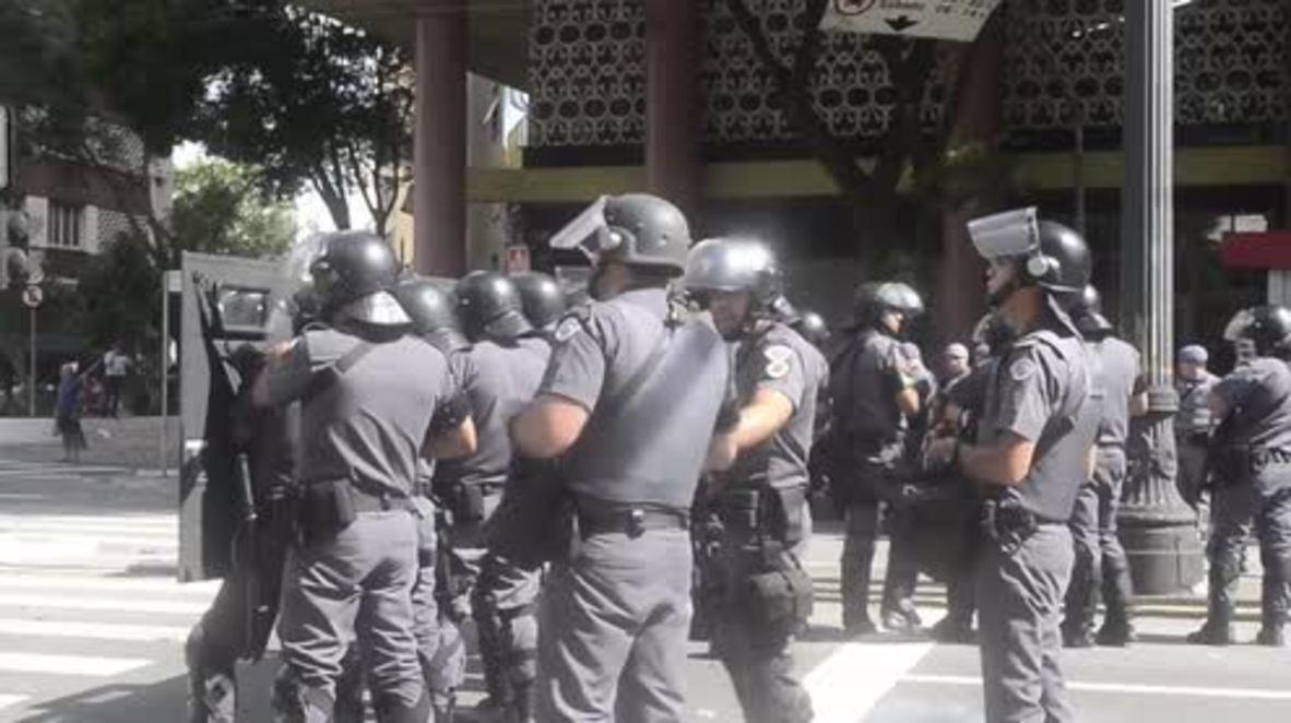 Brasil: La policía usa gas lacrimógeno durante una protesta de docentes en Sao Paulo