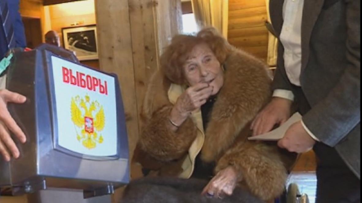 Francia: Baronesa de 102 años emite su voto en las elecciones presidenciales rusas