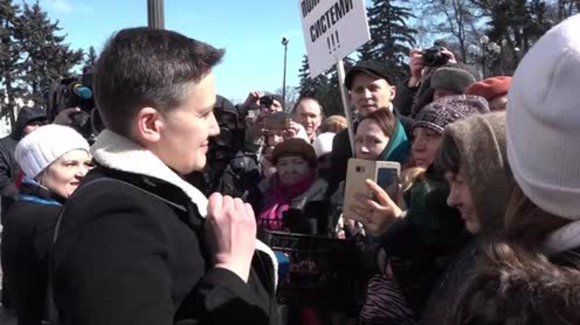 Ukraine: Savchenko's hearing draws opposing rallies outside parliament in Kiev