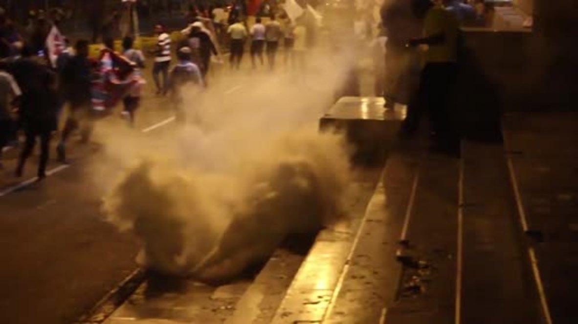 Perú: Continúan los enfrentamientos entre manifestantes y policía en Lima a pesar de la renuncia del presidente