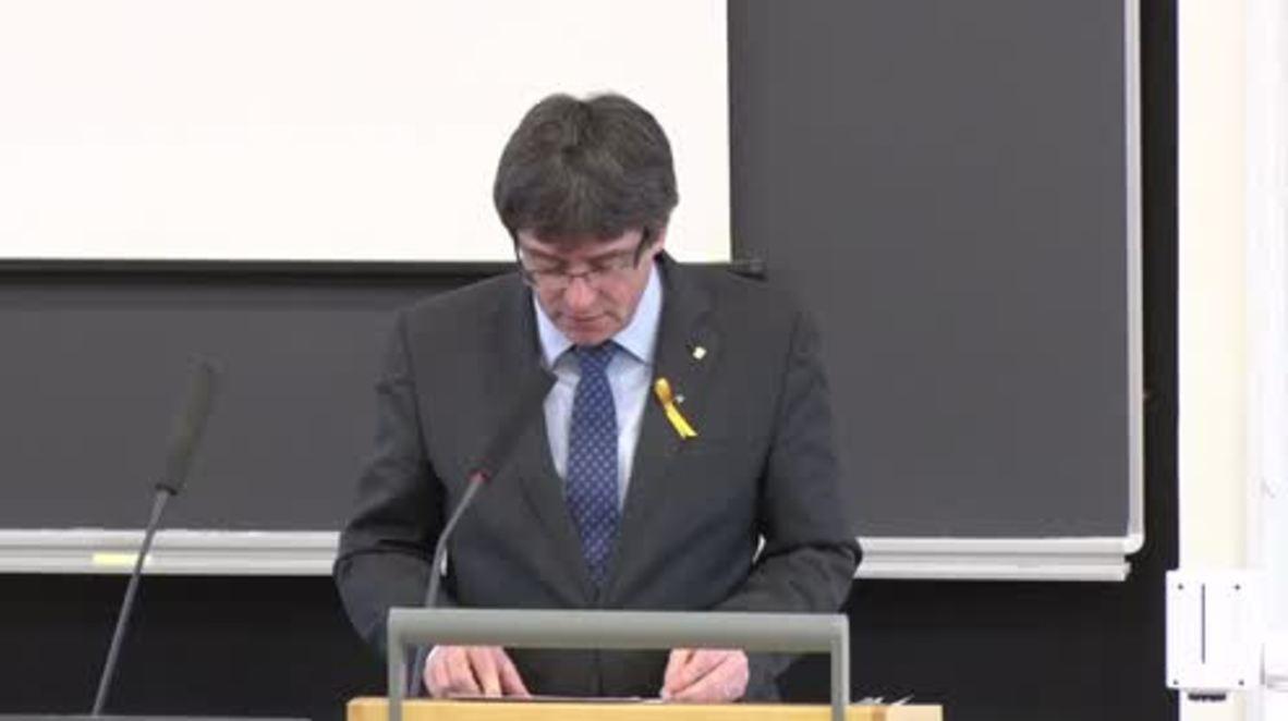 """Finlandia: """"El smartphone es más poderoso que la espada"""" - Puigdemont sobre la """"república digital"""" catalana"""