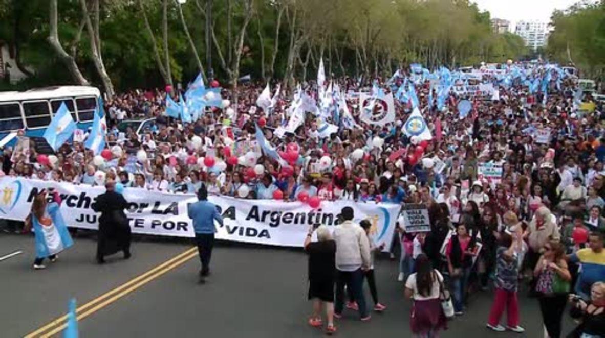 Argentina: Miles de personas marchan por las calles de Buenos Aires en contra de la legalización del aborto