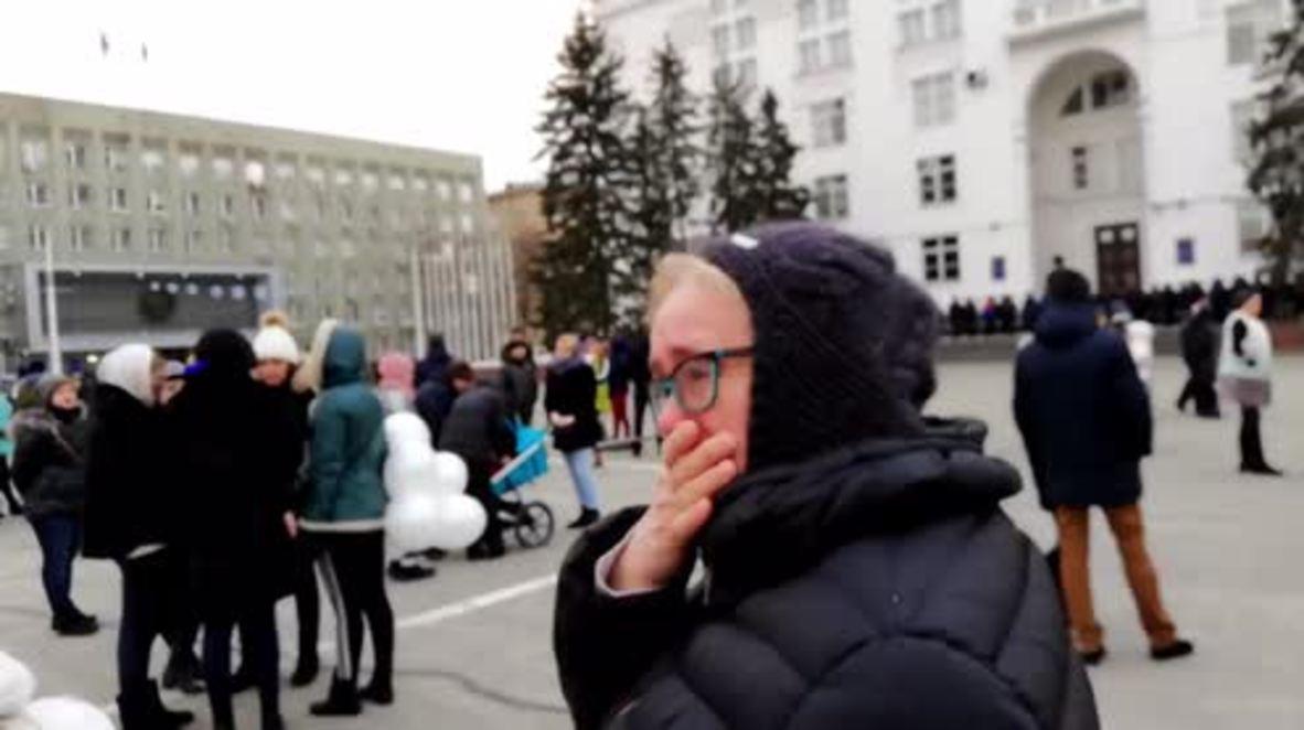 Rusia: Los habitantes de Kemerovo sueltan globos en memoria de las víctima del incendio