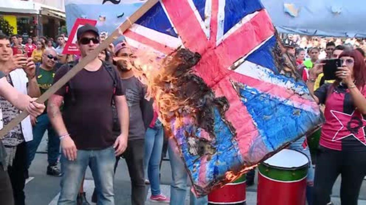 Argentina: Arden banderas británicas en una manifestación por el aniversario de la Guerra de las Malvinas