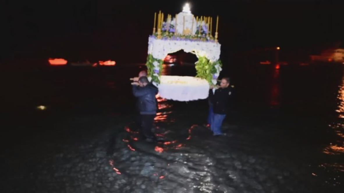 Grecia: Llevan un Epitafio al mar en Viernes Santo Ortodoxo