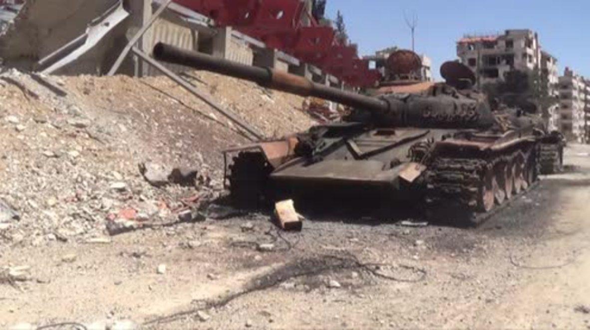 Siria: Tanques abandonados y edificios en ruinas en Duma tras su liberación