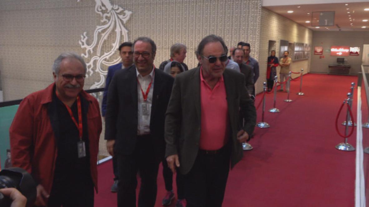 Irán: Cineasta Oliver Stone participa en un taller del festival de cine