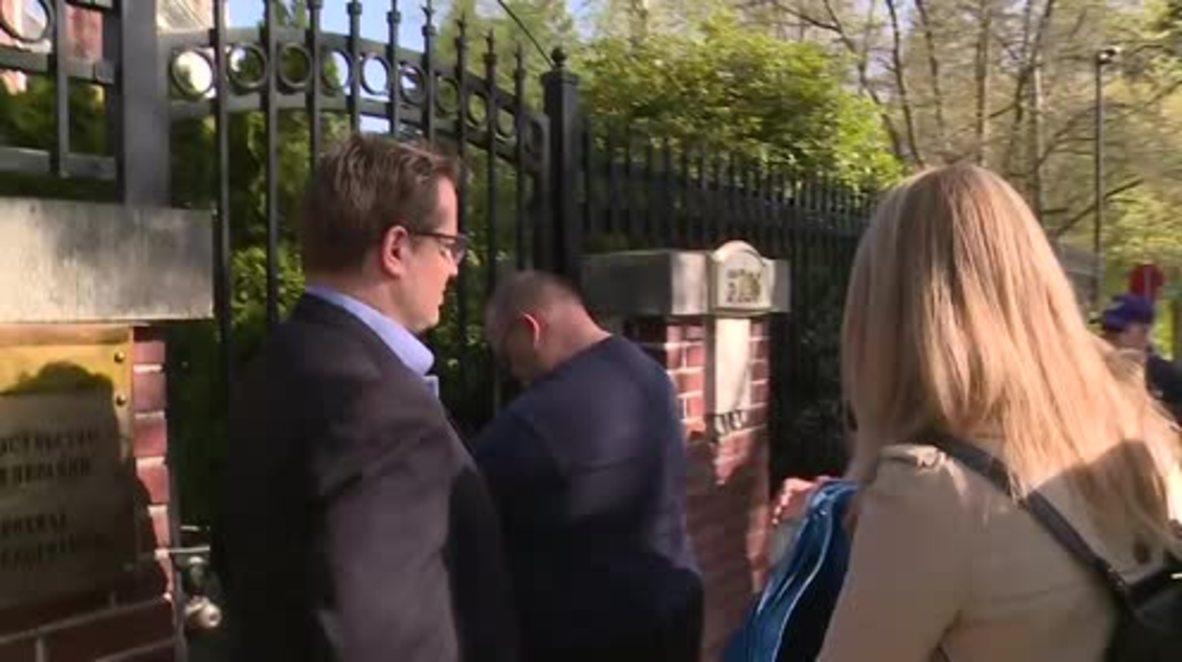 EE. UU.: Empleados del Departamento de Estado entran en la residencia del cónsul de Rusia en Seattle
