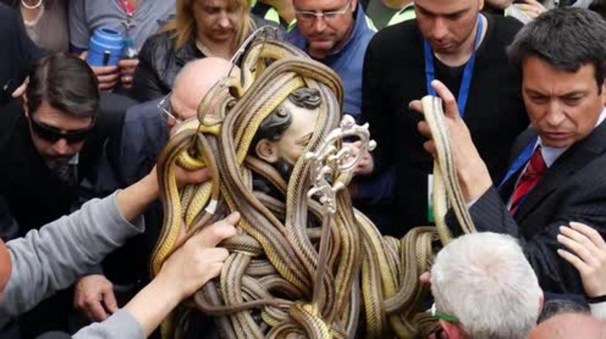 Italy: Festival of the Snake-catchers – CRIPES!