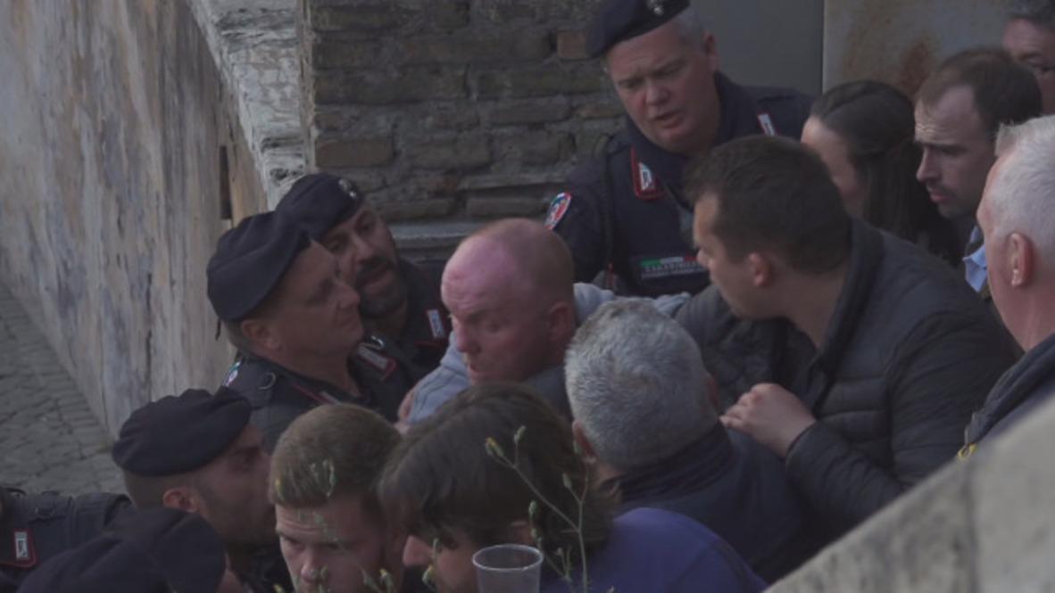 Italia: Fanáticos del Liverpool se enfrentan con la policía en Roma