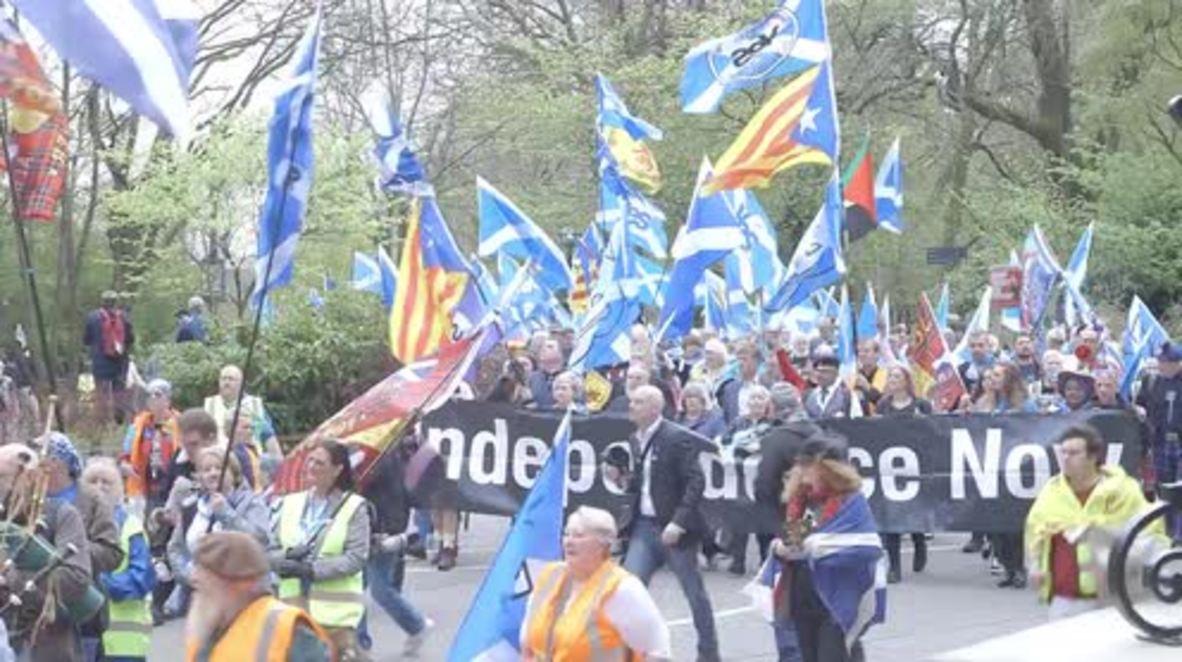 Reino Unido: Miles marchan por la independencia escocesa en Glasgow