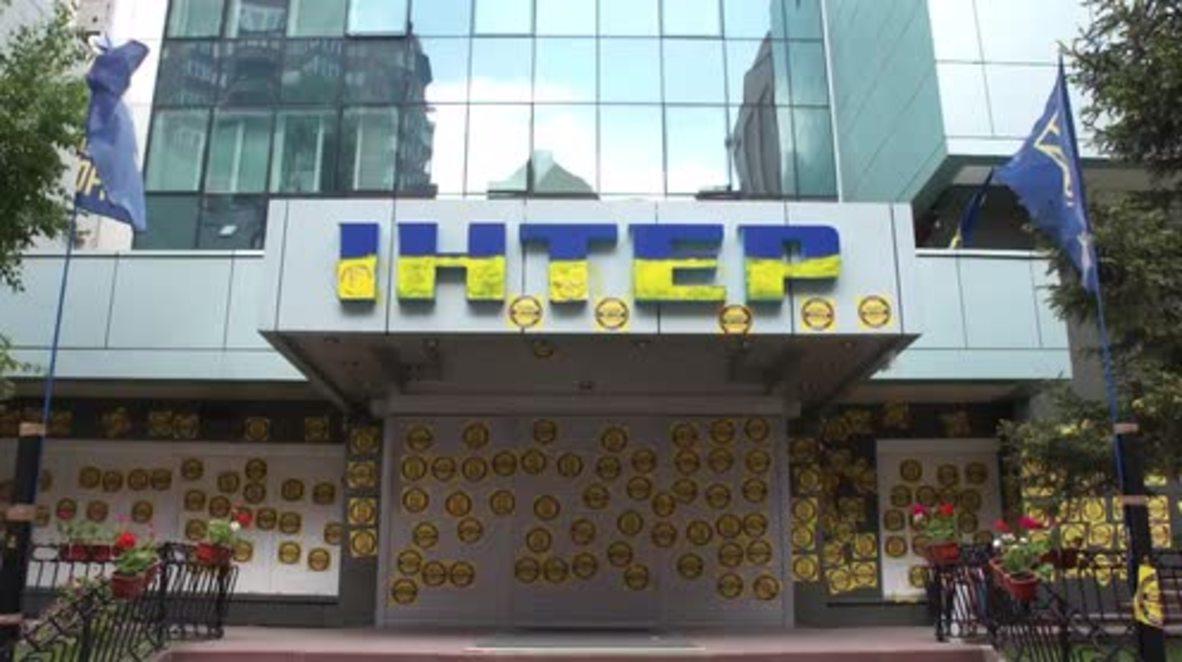 Ukraine: Nationalists blockade TV channel offices over V-Day concert