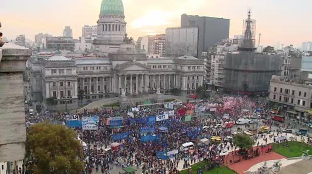 Argentina: Miles de personas protestan contra el FMI y su rescate financiero