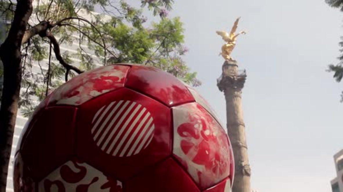 México: Instalan balones gigantes que simbolizan a las selecciones mundialistas