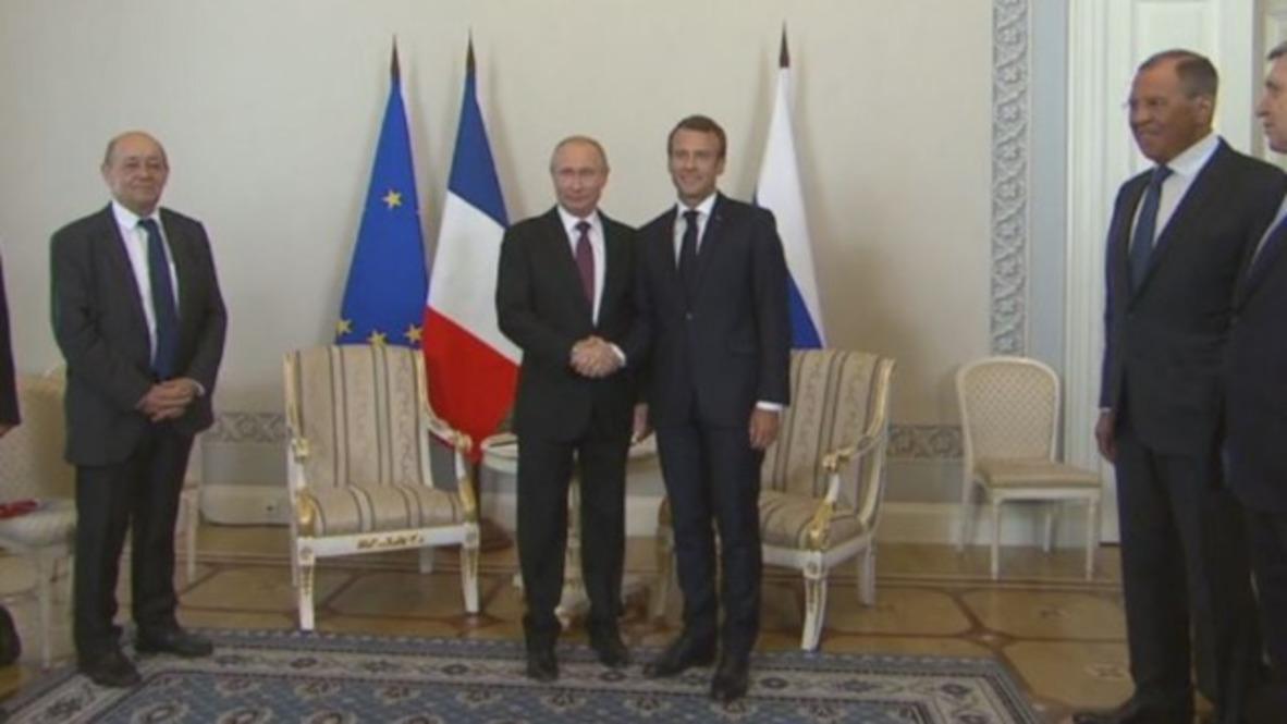 Rusia: Putin da la bienvenida a Macron en SPIEF