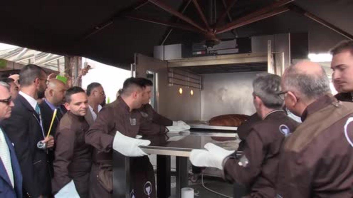Supersized 'sfogliatella' pastry breaks records in Naples