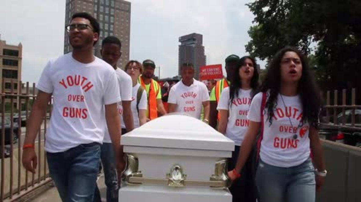 USA: Gun control march occupies Brooklyn Bridge
