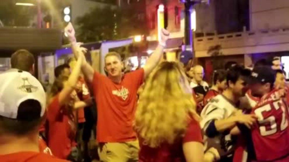 EE.UU.: Los pletóricos aficionados de los Washington Capitals celebran la victoria en su primera Stanley Cup