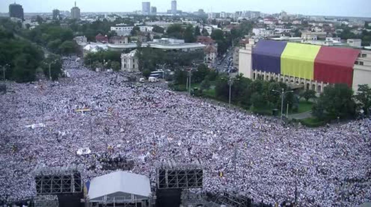Romania: Govt. supporters flood Bucharest to protest anti-corruption prosecutors