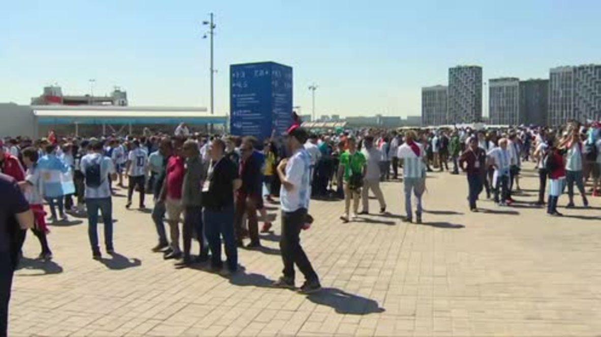 Rusia: Aficionados se reúnen fuera del estadio del Spartak antes del partido entre Argentina e Islandia