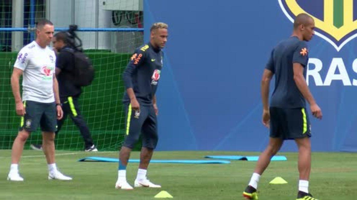 Rusia: Neymar abandona cojeando la sesión de entrenamiento con Brasil