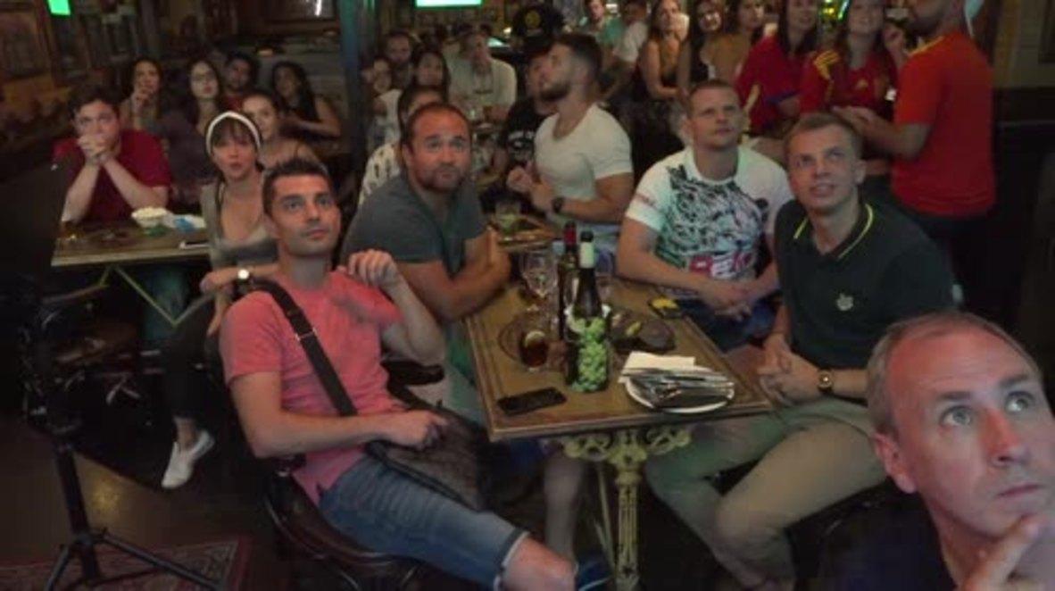 España: Aficionados de La Roja sufren durante la ajustada victoria de España sobre Irán por 1 a 0