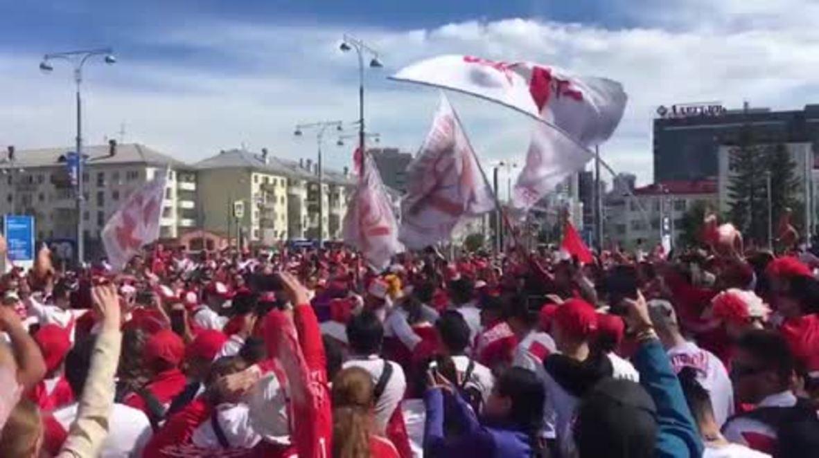 Rusia: Aficionados peruanos llenan Ekaterimburgo y la impregnan de una atmósfera festiva