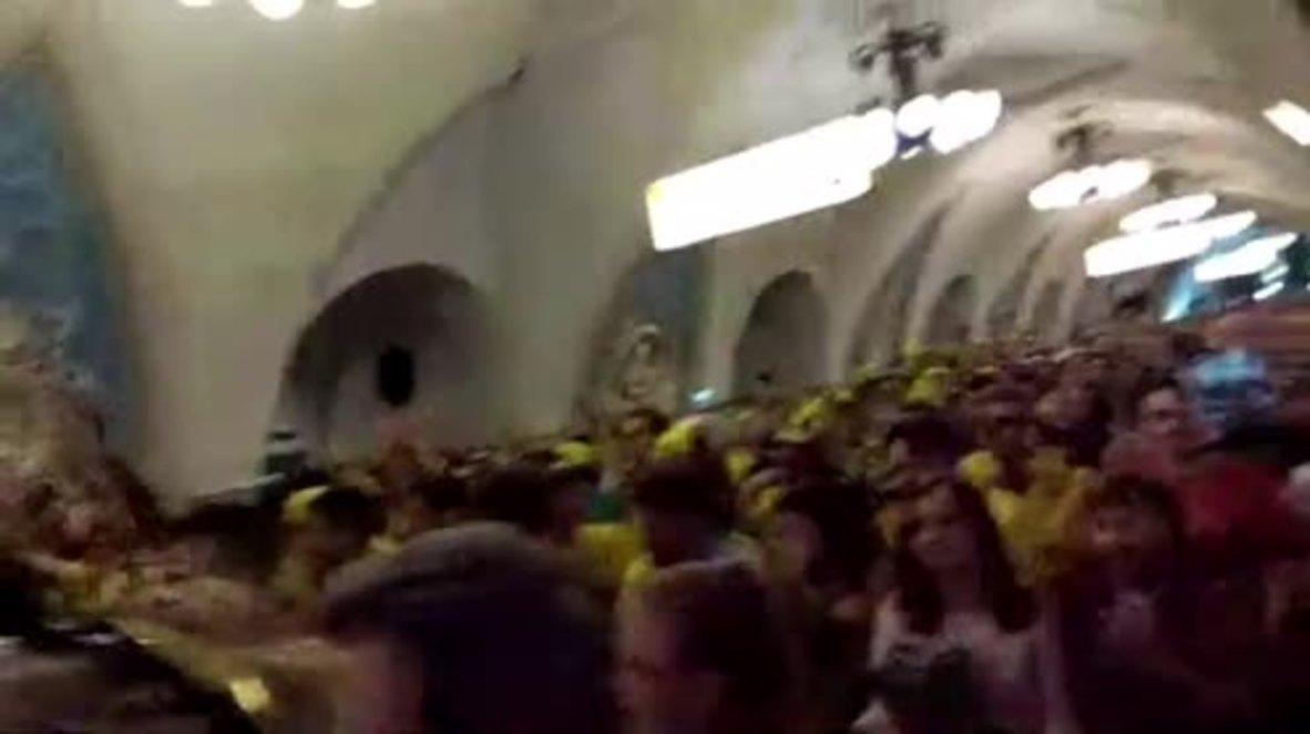 Rusia: Hinchas de Brasil llevan a Samba al metro de Moscú antes del partido con Serbia