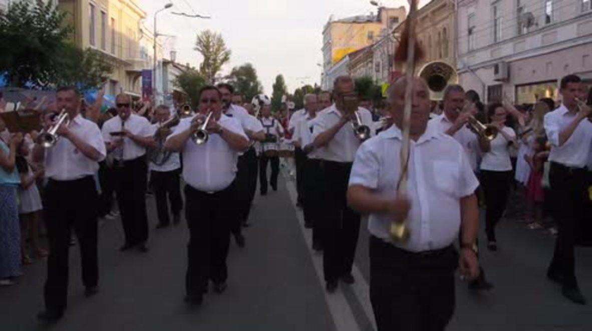 Rusia: Un carnaval se adueña de las calles de Samara antes del partido entre Brasil y México
