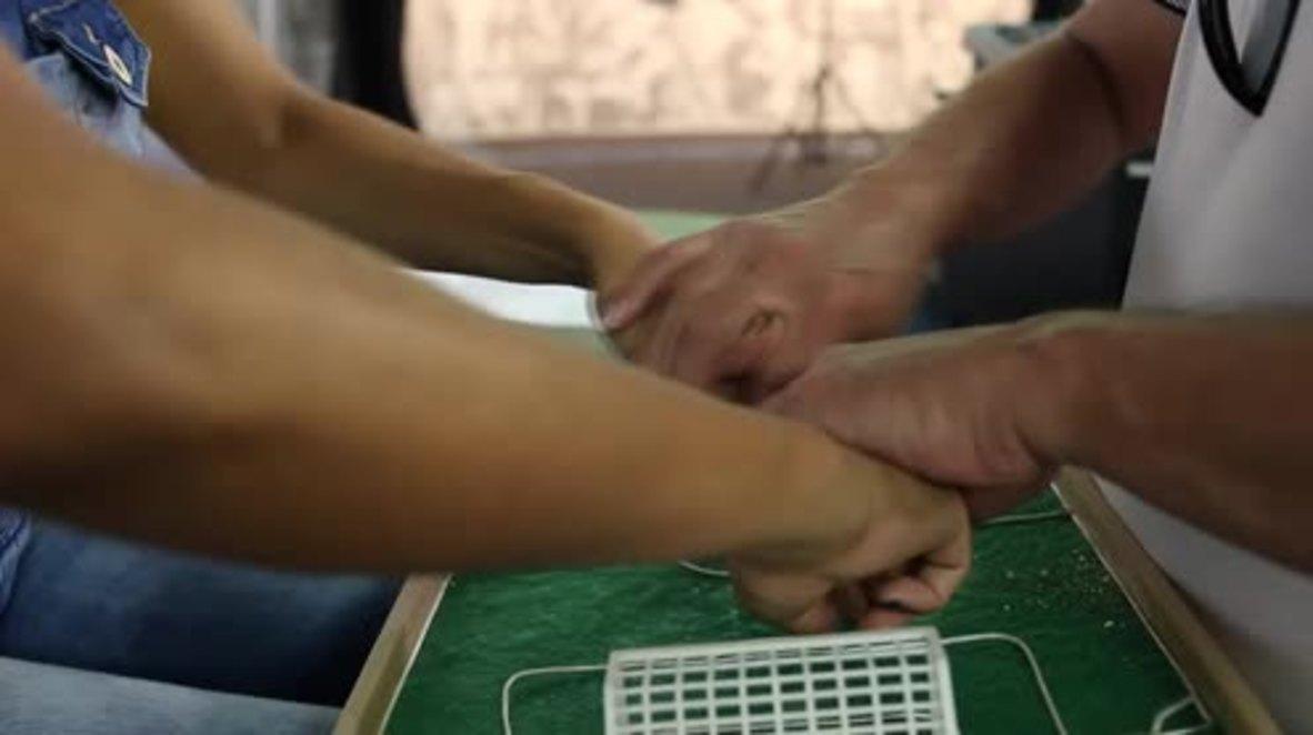 Brasil: Personas ciegas se empaparon del espíritu del Mundial con ayuda de sus compañeros sordos