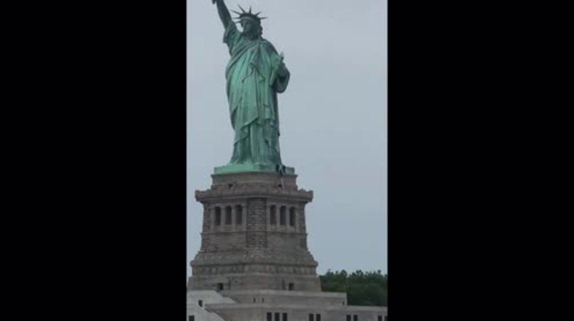 EE.UU.: Una activista es detenida tras encaramarse a la Estatua de la Libertad el 4 de julio