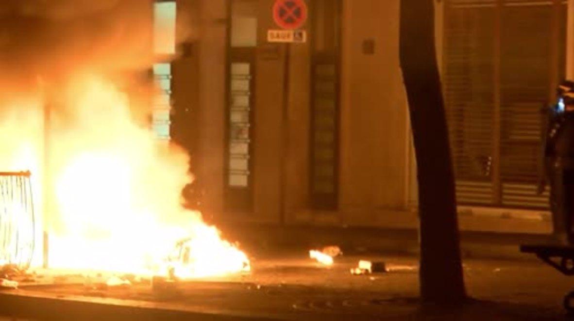 Francia: Arden vehículos y aumenta la violencia durante las celebraciones por la victoria en el Mundial