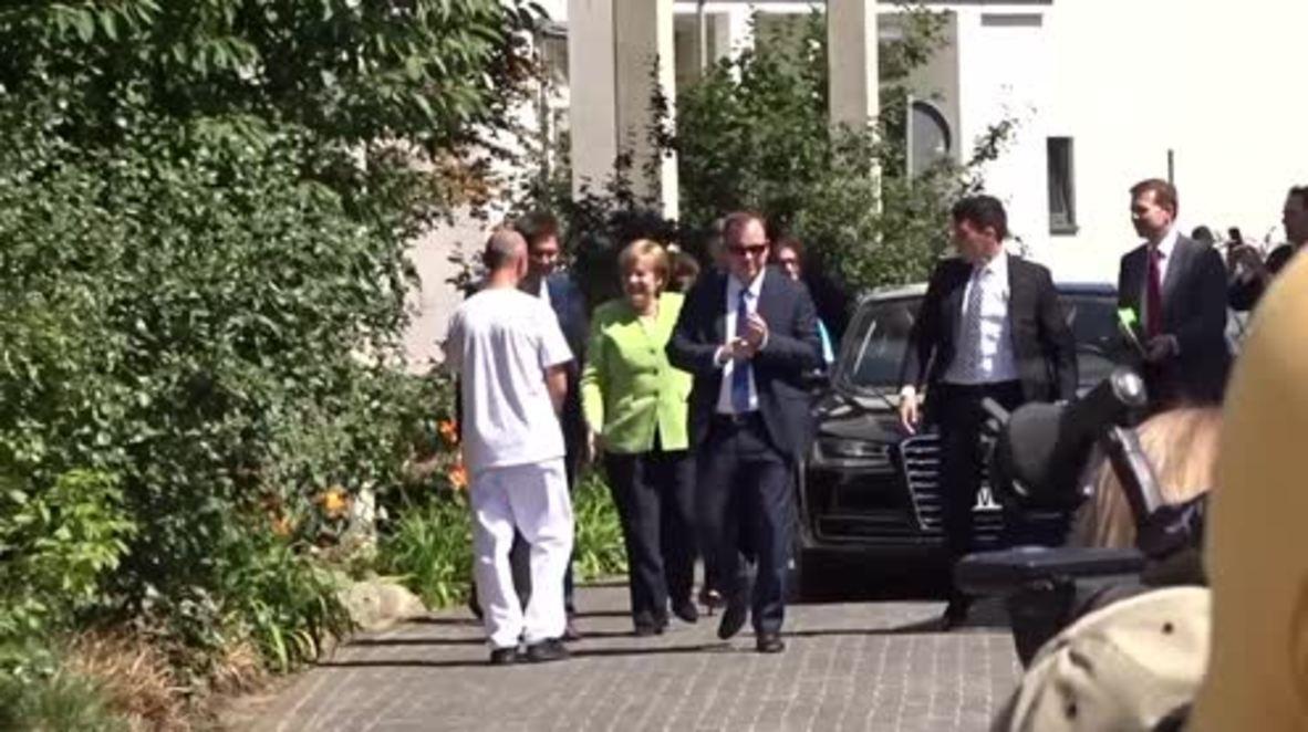Alemania: Merkel visita un asilo de ancianos en Paderborn