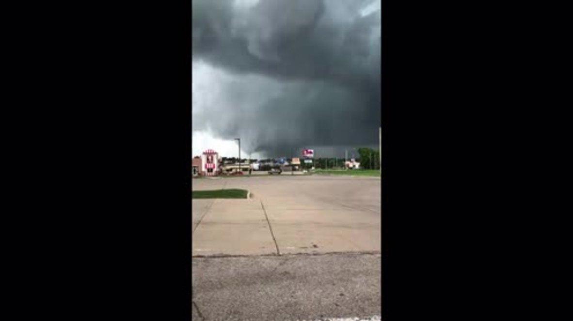 USA: Tornadoes tear through Iowa, causing major damage