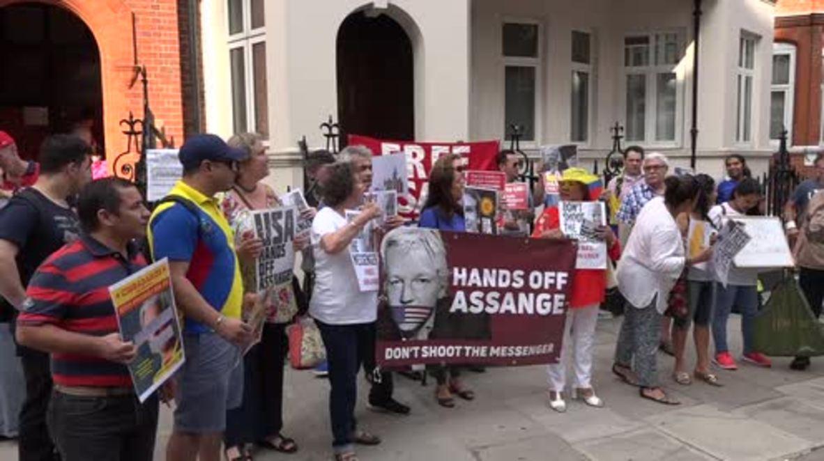 UK: Embassy protest against Assange arrest