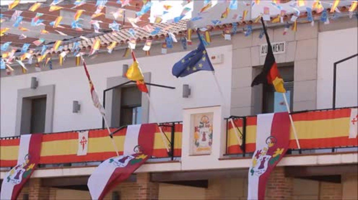 """España: Cabezas volando en la fiesta de """"Correr los gansos"""" en El Carpio de Tajo"""
