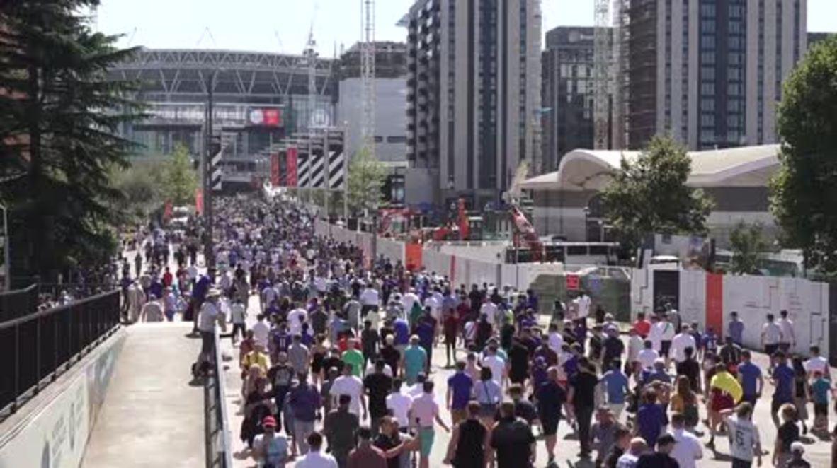 UK: Fans flood into Wembley ahead of City v Chelsea final