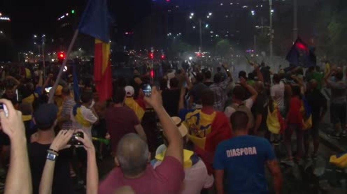 Romania: Hundreds injured in anti-govt. protest in Bucharest