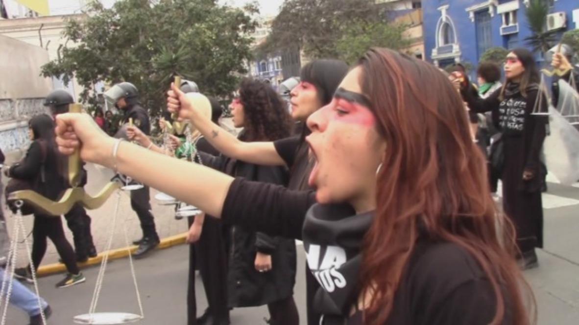 Peru: Women of Lima march against judicial corruption