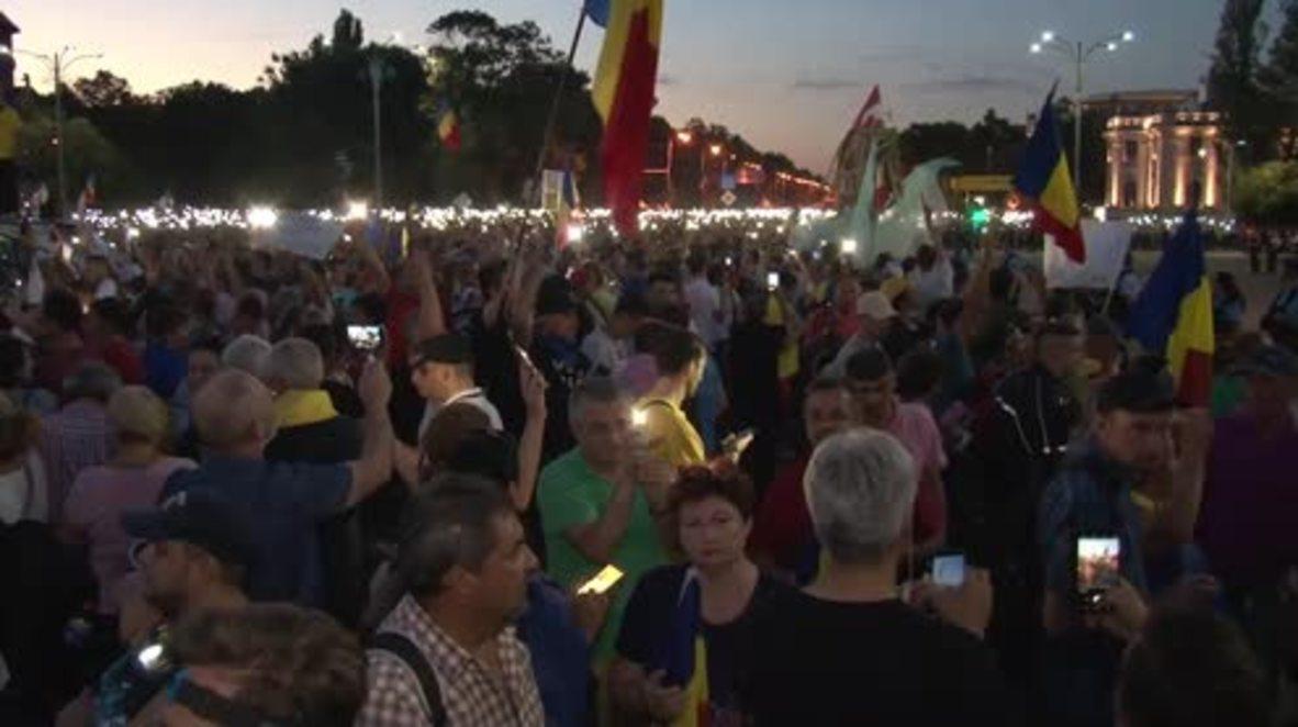 Romania: Anti-govt. rally continues as night falls on Bucharest