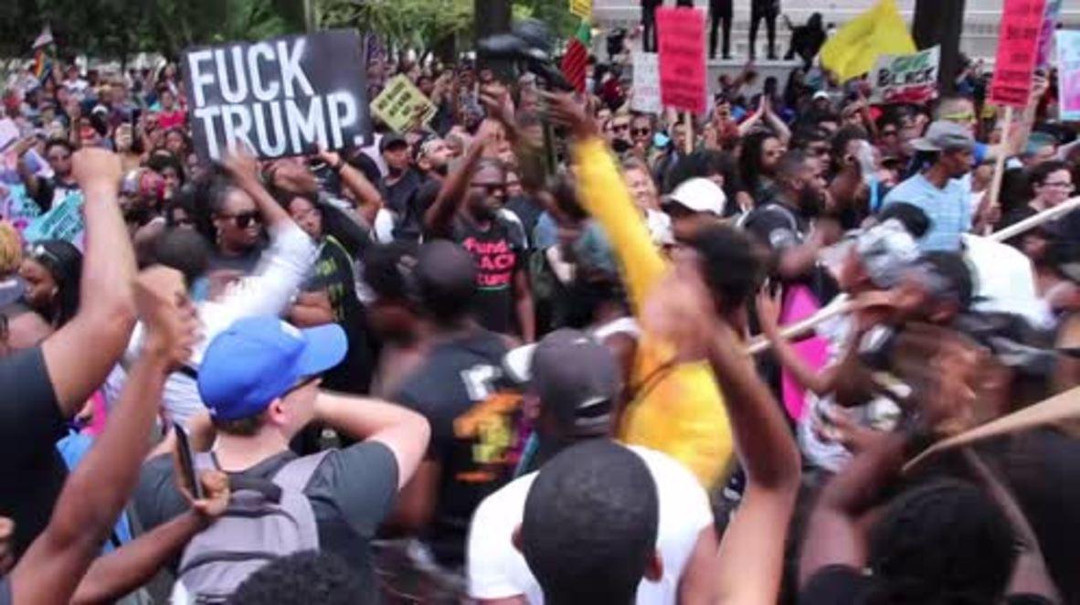 """EE. UU.: Miembros del """"Black Lives Matter"""" marchan en Washington D. C. un año después de Charlottesville"""